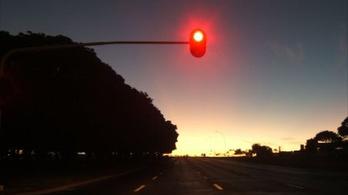 Érzékelős lámpa vs. motoros