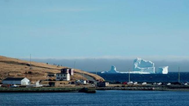 Újfundland extrás látványossága a jéghegyek sugárútja