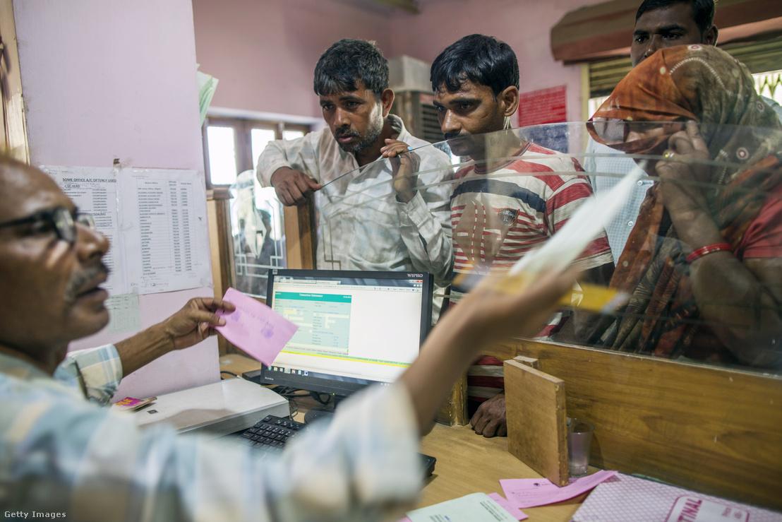 Ügyintézés egy vidéki bankfiókban