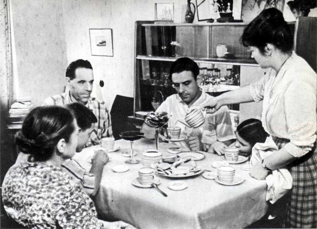 Komarov és családja.