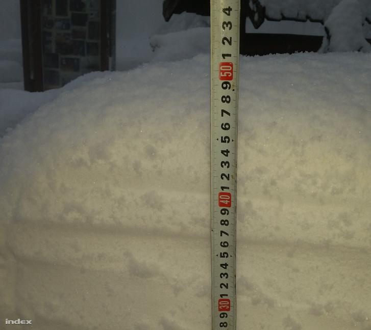 Közel fél méteres hó esett Dobogókőn