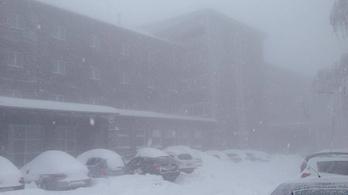 Kétszázan ragadtak fent a galyatetői hotelben