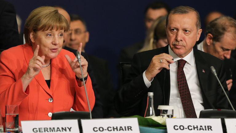 Erdoğan aduja miatt lapíthat az EU