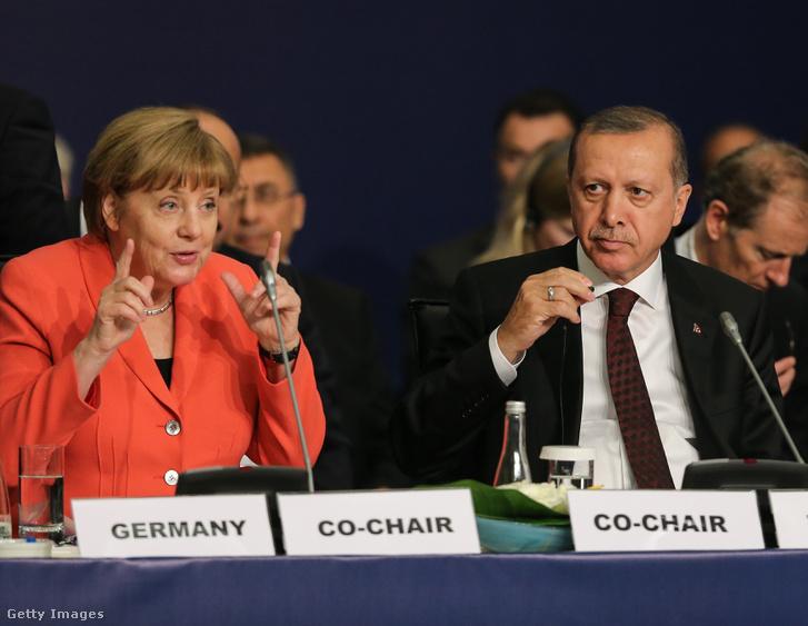 Erdogan és Merkel 2016-ban Isztanbulban.