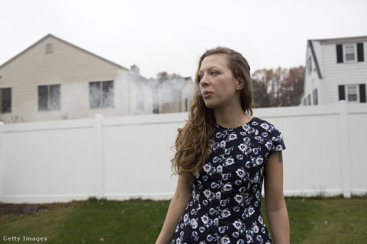 Amy Rising az amerikai légierő veteránja egyike volt azoknak a katonáknak, akik leszerelésük után a legalizálás ügyén kezdtek dolgozni a katonák körében gyakori poszttraumatikus stressz kezelésére.
