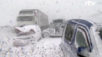 Negyven autó ütközött Szlovákiában, egy sérült állapota válságos