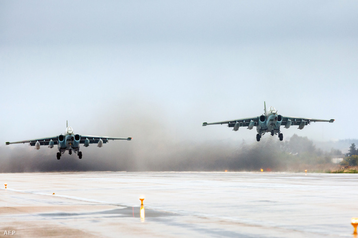 A Latakia közelében található orosz bázisról felszálló SU-25 típusú vadászgépek szállnak fel 2016. márciusában.