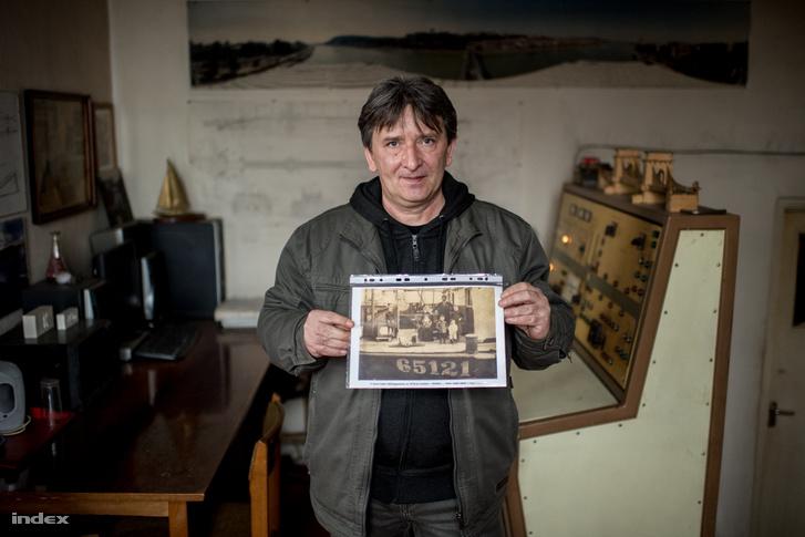 Fazekas János hídmester egy régi családi fotóval