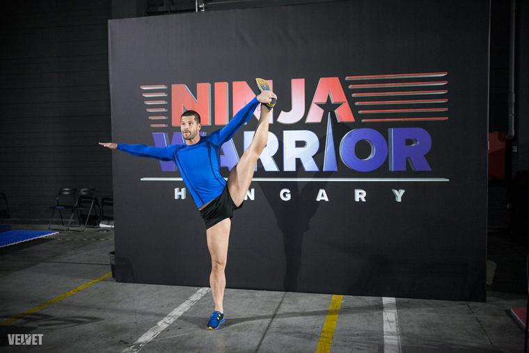 Szentgyörgyi Rómeó fitneszbajnok és személyi edző üdvözli önt ebben a lapozgatóban, amit nem egy nagyon fura edzésen készítettünk, hanem a Ninja Warrior Hungary celebes médiaeseményén