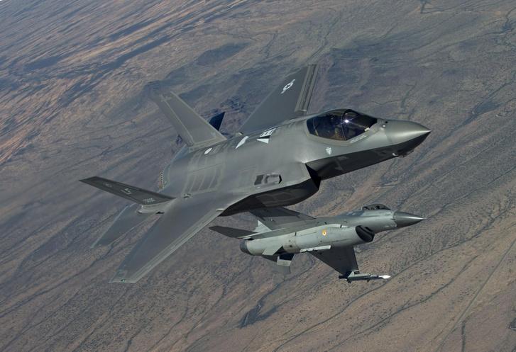 F-35 vs F-16