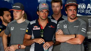 Alonso már megérdemelne egy fülest. Kimivel mi lesz így?