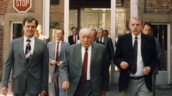 Kádár Jánosnak elege lett az ellenzéket támogató Soros Alapítványból