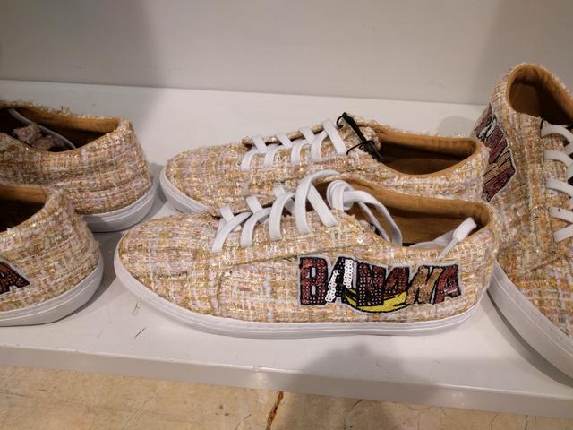 Zara: 9995 forint a tweed anyagú, felvarrós cipő.