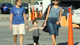 Eva Mendes és Ryan Gosling kislánya, Esmeralda tüneményes