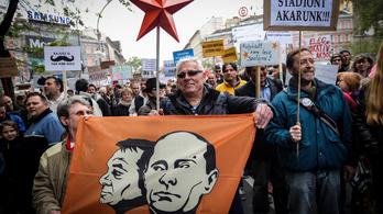 Hadat üzent Brüsszelnek a Kétfarkú Kutya Párt