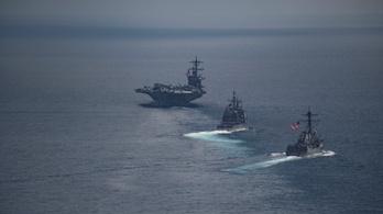 Japán rombolókkal gyakorlatozik az Észak-Korea felé tartó amerikai hadihajóraj