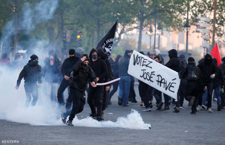 Az első forduló után a Bastille térnél csapott össze néhány tüntető a rohamrendőrökkel