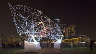 Nyomtatott fényművészeti installáció