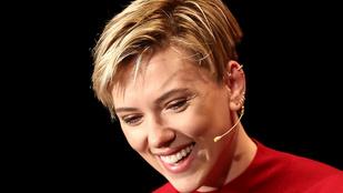 Scarlett Johansson pont úgy néz ki, mint egy nő az 1960-as évekből
