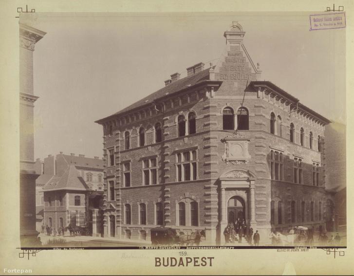 Bihari János (Sólyom) utca - Markó utca sarok. Az Országos Mentőszolgálat, ekkor a Kresz Géza által megalapított Budapesti Önkéntes Mentő Egyesületet (BÖME) központjának épülete.