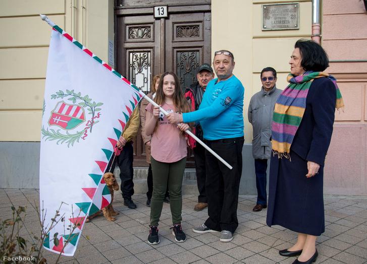 Bár a Józsefvárosban Sántha Péterné (jobbra) nyert, a Fidesz elvesztette a szavazói harmadát
