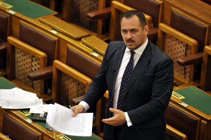 Mengyi Roland (Fidesz) az Országgyűlés gazdasági bizottságának alelnöke (2016.)