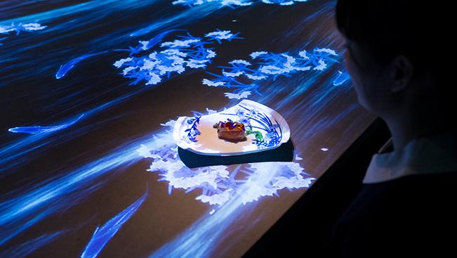 Minden érzékre ható, interaktív vacsoraélményt kínál egy japán étterem