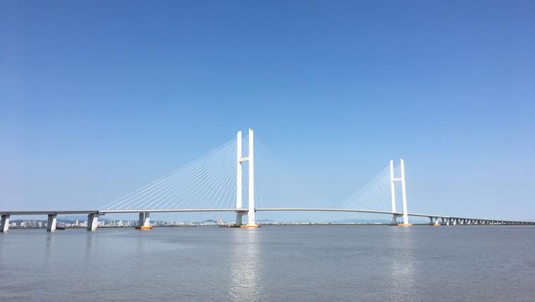 A híd, ami 100 milliárdból épült, és a semmibe vezet