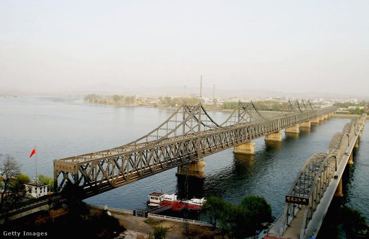A tényleges forgalom a régi hídon megy át