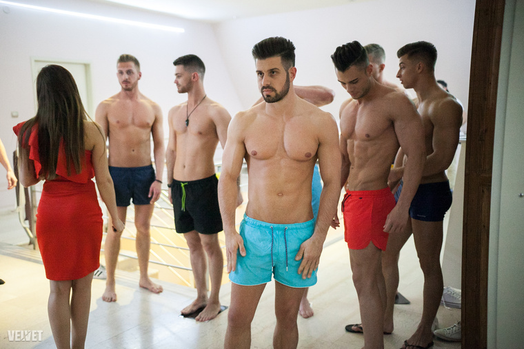 Tekerjünk előre a fürdőnadrágos fordulóhoz! A versenyzők itt várják a bevetést.
