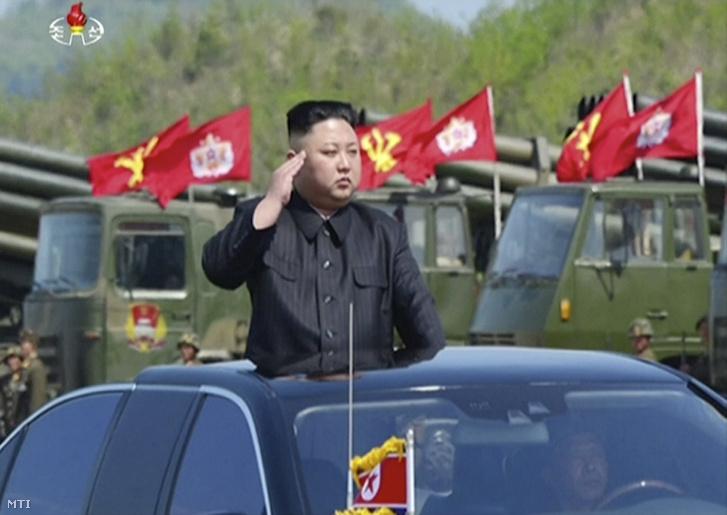 Az észak-koreai állami televízió a KRT felvételéről készült kép
