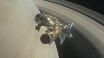 Megkezdi utolsó útját a Cassini űrszonda