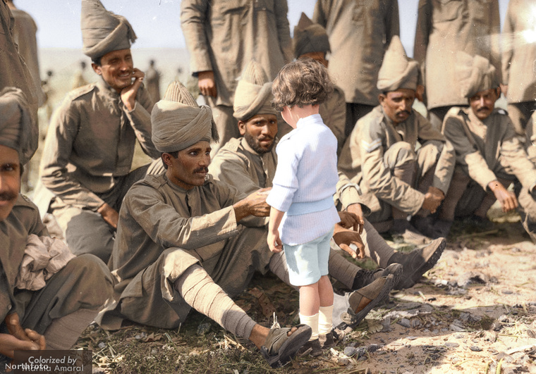 """""""Egy fiatal francia fiú bemutatkozik indiai antantkatonáknak 1914-ben, Marseille-ben.""""A kutatások célja, hogy történelmileg pontos és hiteles színpalettával dolgozzon minden esetben"""