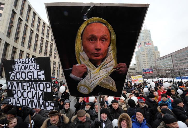 A 2011-es fehér szalagos tüntetések után készült el az orosz civiltörvény.