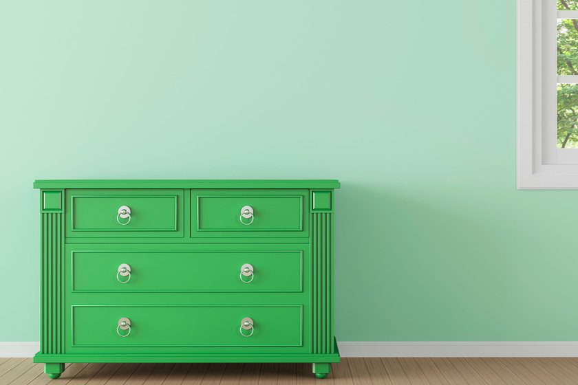 A nyugtató hatású zöld szín esetében a feng shui szerint nagyon fontos, hogy egymás mellett több árnyalatot is, minimum hármat felsorakoztass, hiszen a természetben is így találkozunk a színnel.