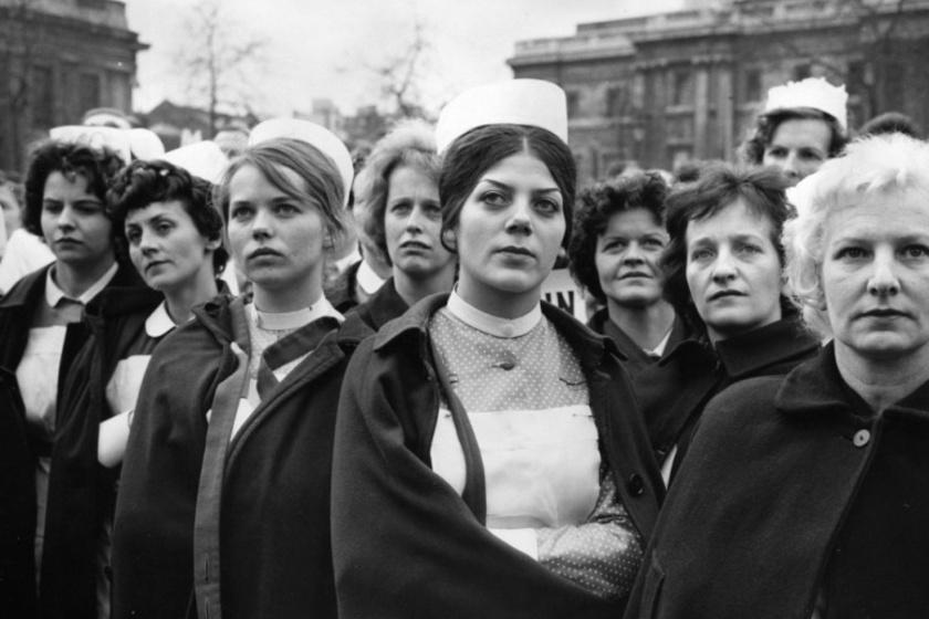 l962 áprilisában nyolcezer nővér tüntetett a londoni Trafalgar téren a tisztességes bérekért.