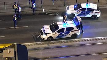 Rendőrök törték össze egymás autóit, emiatt áll fél Buda