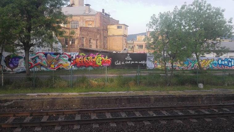 Művelt vandál tüntette el a hatalmas Bud Spencer-graffitit