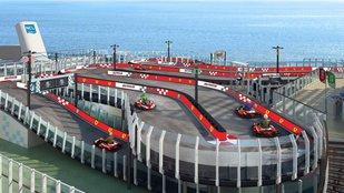 Luxushajó Ferrari-versenypályával