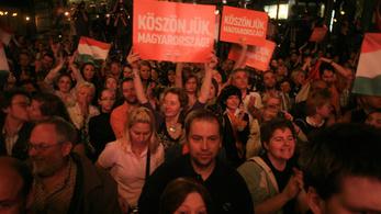 A Fidesz simán túlélte a CEU-tüntetéseket, egy párt eltűnt