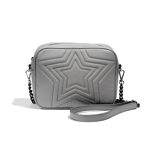 112 fontot, kb. 41.376 forintot kell fizetni egy ilyen csillagos táskáért Nini Molnar webáruházában.