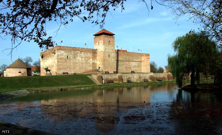 A gyulai vár aminek falai között múzeum és várszínház működik