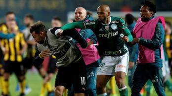 Brutális jobbhoroggal indult a tömegverekedés a Libertadores-kupában