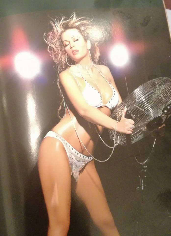 Gáspár Győző ezt a bikinis fotót posztolta feleségéről.