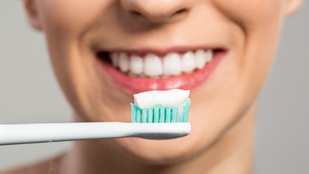 Érzékenyek a fogaid? Nem kell megvenni a legdrágább fogkrémet!