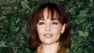 Emilia Clarke megint meztelenül parádézik