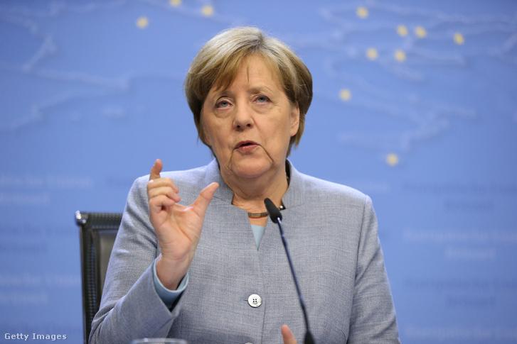 Angela Merkel német kancellár a szombati EU-s Brexit-csúcs utáni sajtótájékoztatón