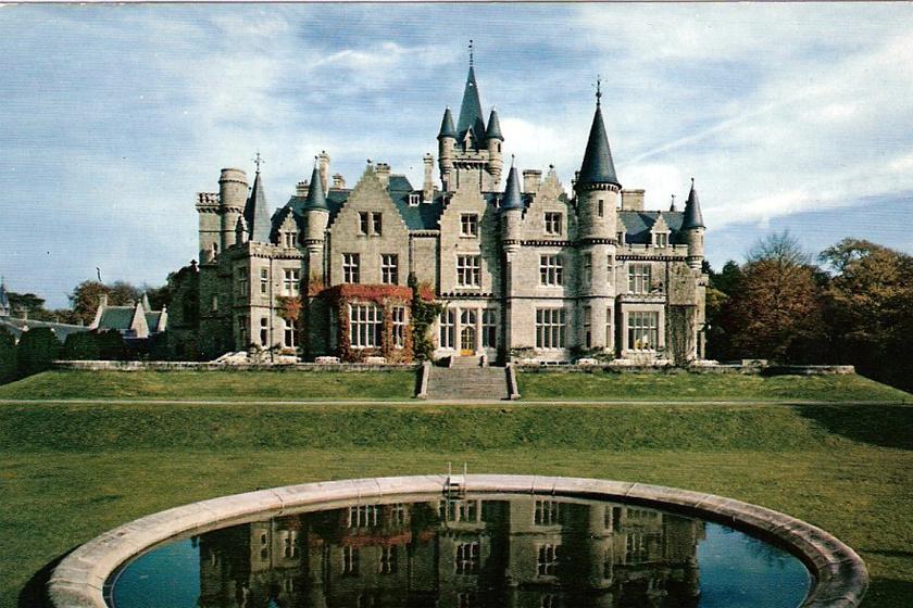 Az 1866-ban épült kastély a Liedekerke de Beaufort család otthona volt, majd hadikórházként, 1950-től pedig beteg és árva gyermekek szanatóriumaként működött. A képen fénykorában látható.