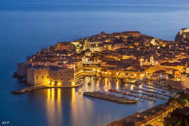 És Dubrovnik óvárosa éjjel