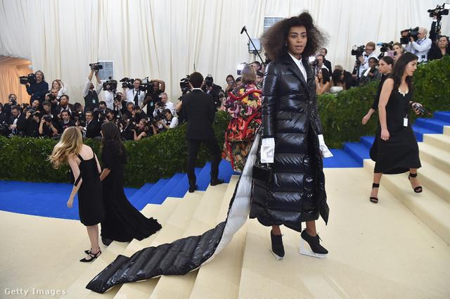 Elég ránézni szegény Solange Knowlesre, már izzadunk is.